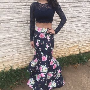 Dresses - NWOT 2 piece prom gown